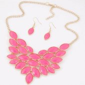 C015062275 Pink leaves gold statement necklace & earrings set