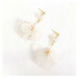 A-GH-ER1413 White Petal Gravity Pearl Korean Urban Soft Earrings