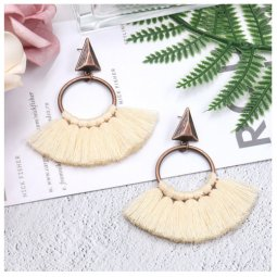 A-HH-HQEF1218white Cream White Vintage Tassel Earstuds