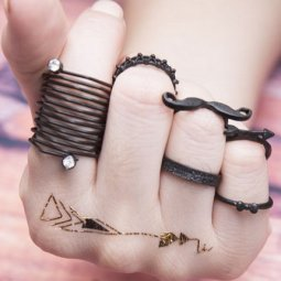 C090528182 Black Moustache Ribbon Chunky Ring Set
