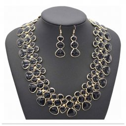 A-ZF-HT-171 Black Bold Pattern Golden Statement Necklace Set Ear