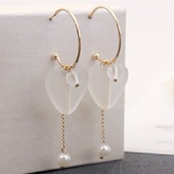 P131353 Gold Ring White Love Shape Tangling Pearl Hook Earstuds