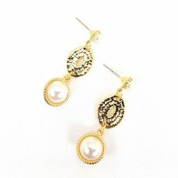 A-MDD-E1689C Textured Gold Oval Classic Pearl High ClassEarrings