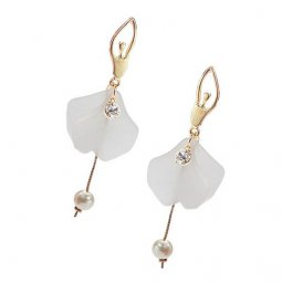 A-MDD-E283 Gold Korean White Petal Dangling Pearl Flora Earrings