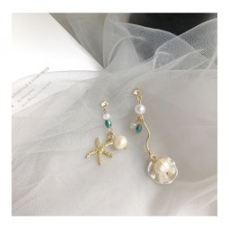 A-TT-B324 Pearls In Clam & Gold Starfish Trendy Uneven Earstuds