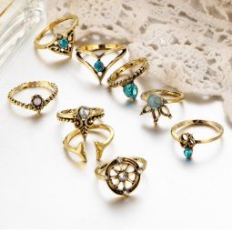 A-PJ-22E503 Vintage Green Crystals Arabian Mid Rings Set
