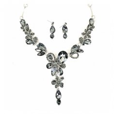 A-CJ-9467 Floral Black Gemstones Necklace Set Green Tint Fashion