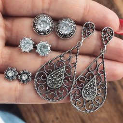 P132738 Antique Silver Shiny Crystals Elegant Chunky Earstuds
