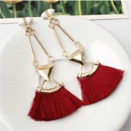 A-SD-EH0149mar Maroon Tassel Gold Triangle Dangling Eartsuds