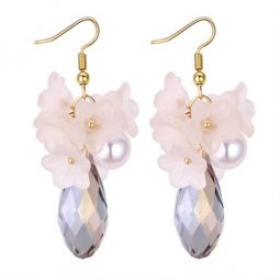 P131247 White Pearl Flower With Shiny Crystal Korean Earrings