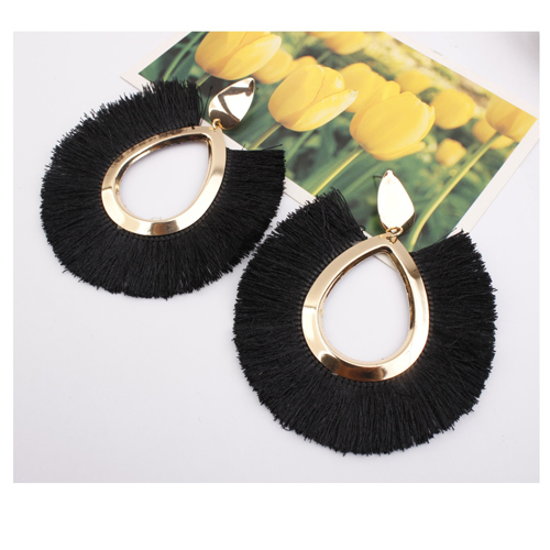 A-SD-EH077black Black Spread Tassel With Gold Oval Ring Earstuds - Click Image to Close