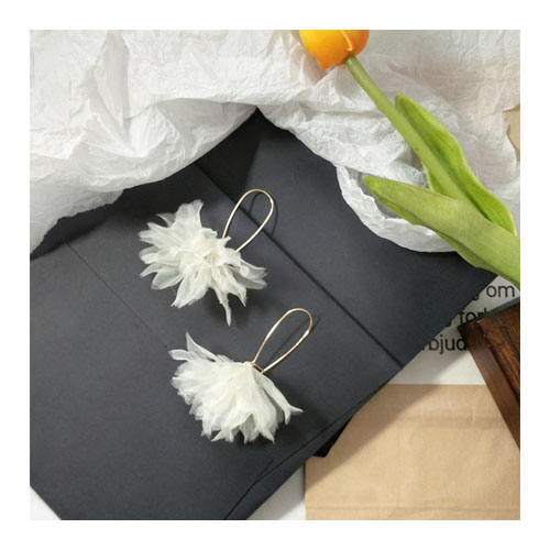 A-TT-923FLOWER Elegant Lace White Flower Korean Trendy Eartuds - Click Image to Close